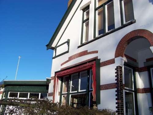 Usquert, het herstel van een mooi wit huis